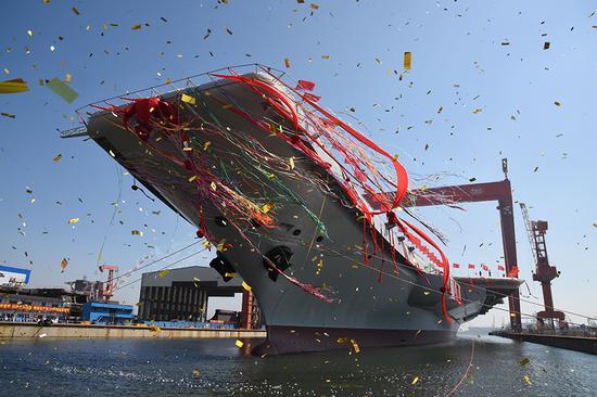 中国首艘国产航母今日下水 范长龙出席仪式并致辞
