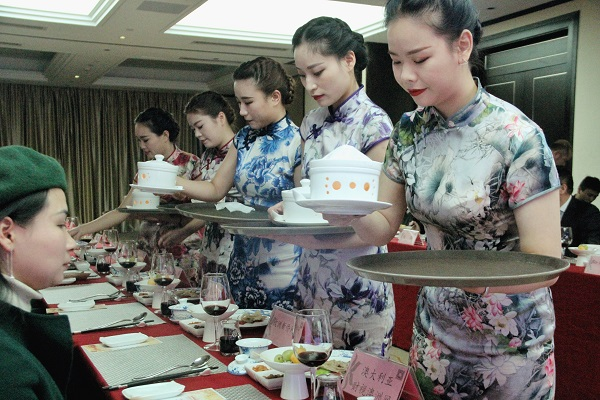 最忆杭州味_中外媒体国际友人美食节开幕