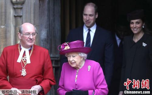 英女王偕王室成员参加复活节礼拜威廉夫妇陪同(图)