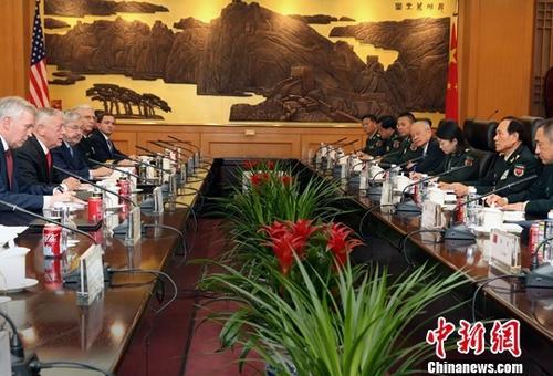 6月27日,中国国务委员兼国防部长魏凤和在北京与来访的美国国防部长马蒂斯举行会谈。中新社记者 宋吉河 摄