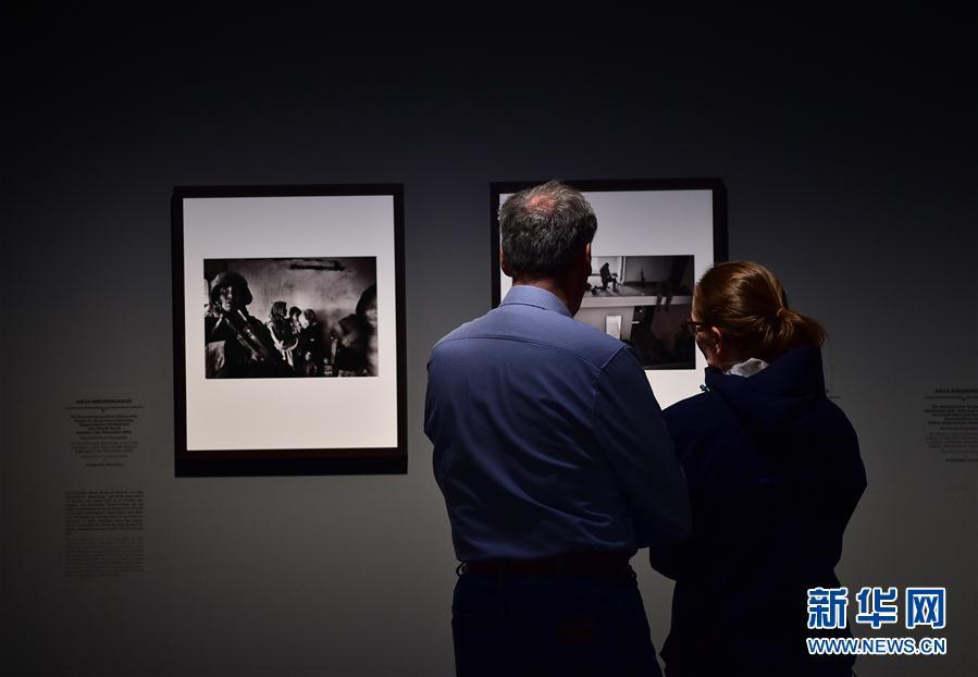(国际)(1)德国杜塞尔多夫举行女战地摄影师作品展