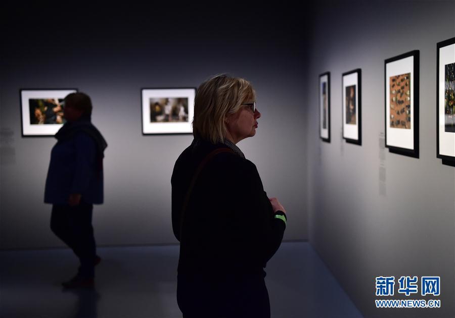 (国际)(5)德国杜塞尔多夫举行女战地摄影师作品展