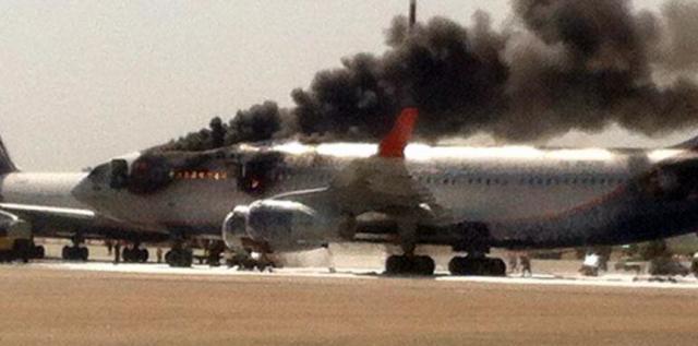 波音737突发安全事故,180人争相逃命