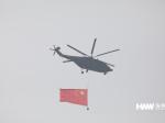 """海外网现场直击:空中护旗梯队破空而来 20架直升机组成""""70"""