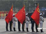 海外网现场直击:天安门广场全场高唱国歌 五星红旗冉冉升