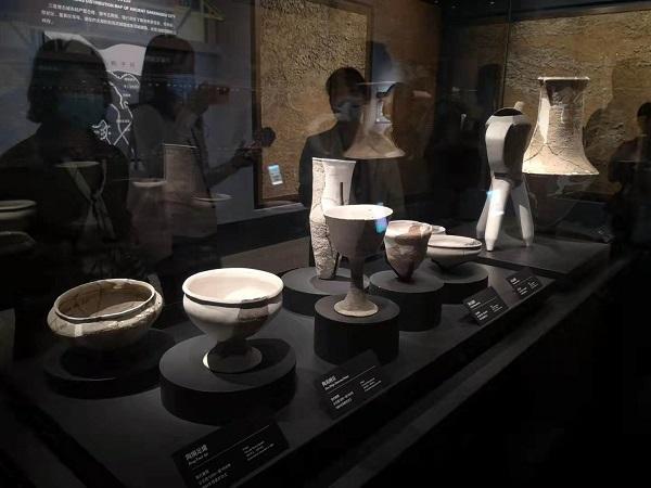 海外华文媒体探秘三星堆博物馆